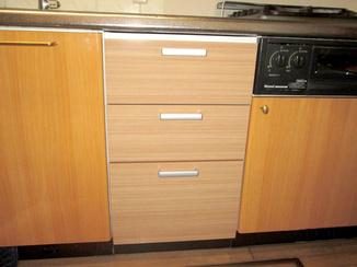 キッチンリフォーム 使わない食洗機部分を収納棚に
