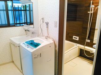 洗面リフォーム 広々として使いやすくなった洗面所とバスルーム
