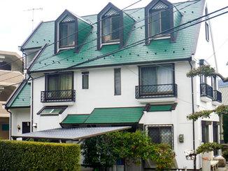 外壁・屋根リフォーム 鮮やかな緑と濃い茶色で塗装し引き締まった屋根