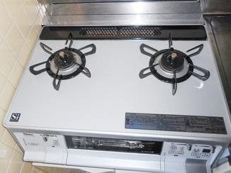 小工事 キッチンと一体のガスコンロを最新コンロに取り換え