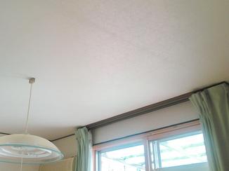小工事 明るい壁紙で部屋の印象も明るく
