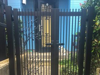 小工事 小型犬脱走防止のための隙間に配慮した門扉