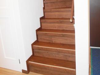 内装リフォーム 造り変えたような仕上がりに!木製で高級感のある階段リフォーム