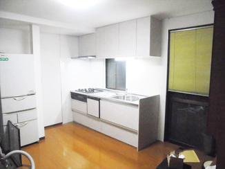 増改築リフォーム 間仕切りを変更し、広々とした空間に生まれ変わったキッチン