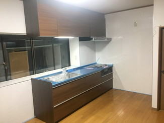 キッチンリフォーム 広くなり、お客さんが来ても大人数の料理が作れるキッチン