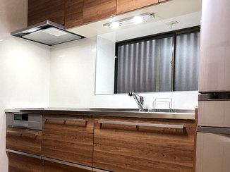 キッチンリフォーム パネル張りにしたことで清掃性が向上したキッチン
