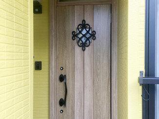エクステリアリフォーム 断熱仕様にする事で暖かくなった玄関ドア