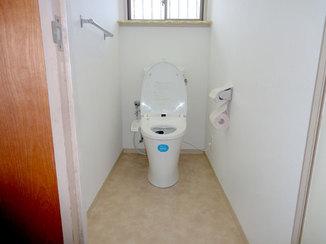 トイレリフォーム 内装もあわせて替えることで明るいトイレ空間へ