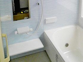 バスルームリフォームバスルームと洗面所を一新した、快適な水廻り空間